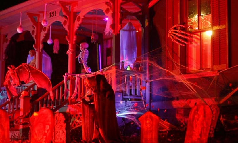 Tips for Saving on Halloween Costumes & Décor