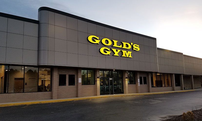 Get a FREE Trial Pass to Gold's Gym!